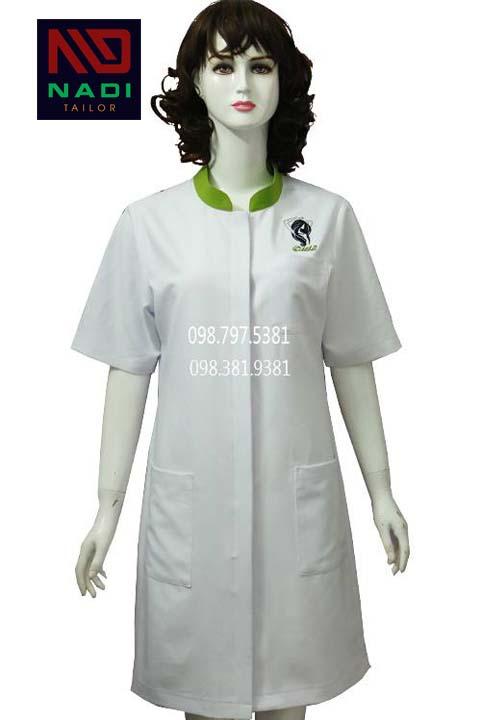 Áo blouse nữ trắng phối xanh lá tay ngắn ABM004