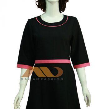 Đồng phục nhân viên đầm đen viền hồng