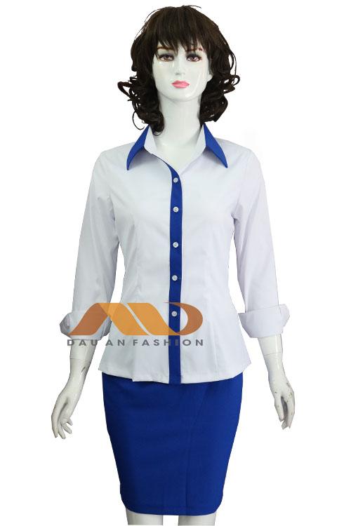 Đồng phục văn phòng nhà Nadi khá đơn giản, dễ mặc lại thoải mái.