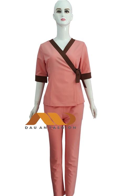 đồng phục nhân viên hồng viền nâu