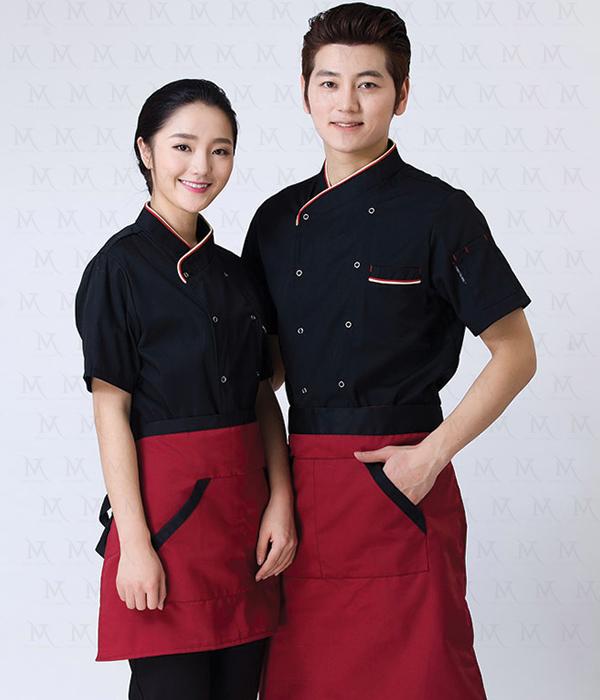 Tính gọn gàng phải được nhắc đến tại đây, bởi một nhà hàng phải thực sự chuyên nghiệp bắt đầu với những bộ đồng phục nhân viên