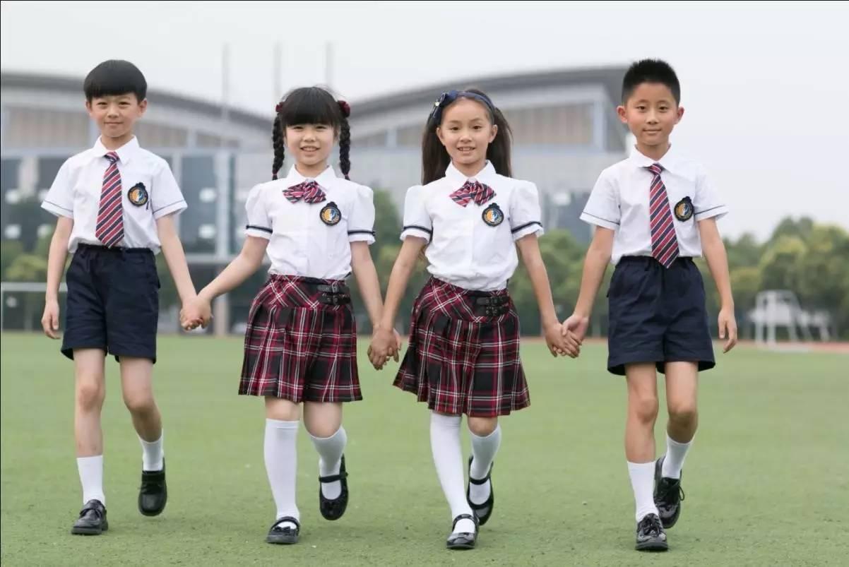 Các mẫu đồng phục cho học sinh – sự gắn kết tinh tế giữa nhà trường và học sinh