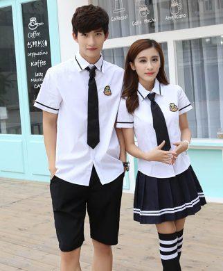 Đồng phục gắn bó với tên tuổi của nhà trường trong nhiều năm, đi cùng tuổi học sinh của các em