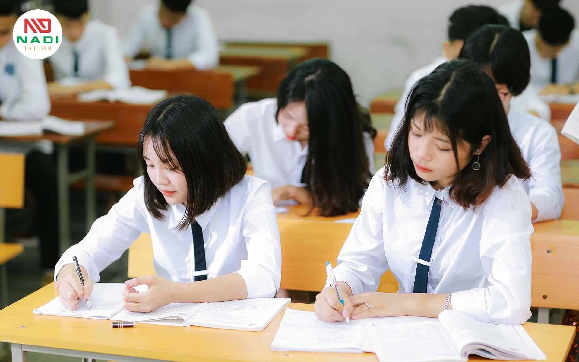 Đồng phục học sinh đơn giản nhất dành cho nữ