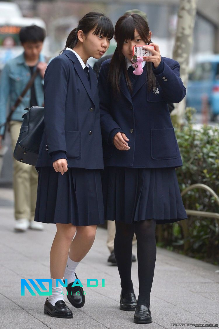 Áo sơ mi và áo khoác đồng phục học sinh cấp 3 đều trở thành một biểu tượng đẹp đại diện cho lứa tuổi đôi mươi tươi mới