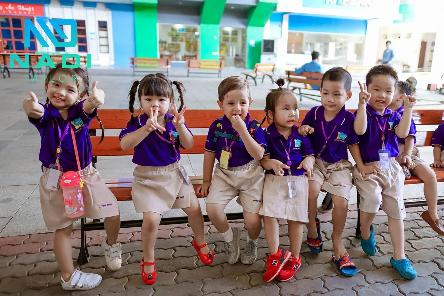 Đồng phục cho các bạn nhỏ khi đến trường giúp tiết kiệm thời gian và chi phí cho phụ huynh